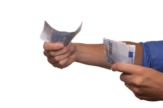 ruce a peníze