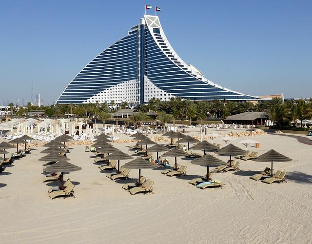 pláž před hotelem v Dubaji