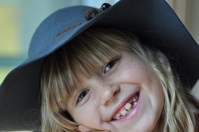 holčička s kloboukem