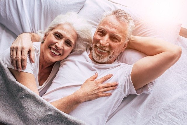 manželský pár v posteli